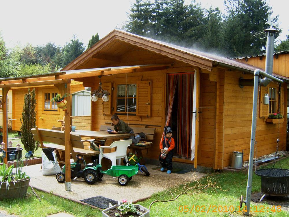 vorbau an wohnwagen mit satteldach karst holzhaus. Black Bedroom Furniture Sets. Home Design Ideas